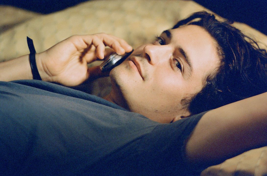 Führt ein Übernacht-Handytelefonat mit Claire: Drew (Orlando Bloom) ... - Bildquelle: Paramount Pictures
