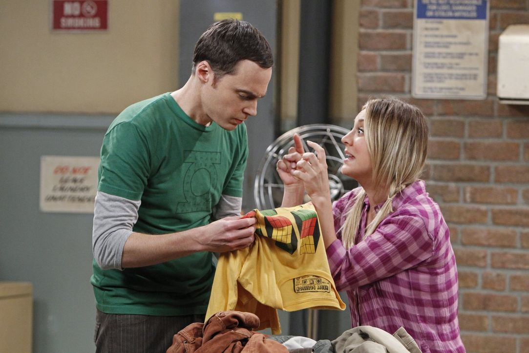 Raj entwirft für seine Freunde eine wissenschaftliche Schnitzeljagd. Während Penny (Kaley Cuoco, r.) versucht zu beweisen, dass sie entgegen der Erw... - Bildquelle: Warner Brothers