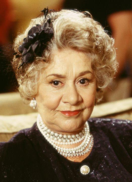 Um die milliardenschwere Mrs. Arness (Joan Plowright) als Klientin zu gewinnen, lädt Peter sie zu einen familiären Dinner nach Hause ein. Unglück... - Bildquelle: Touchstone Pictures