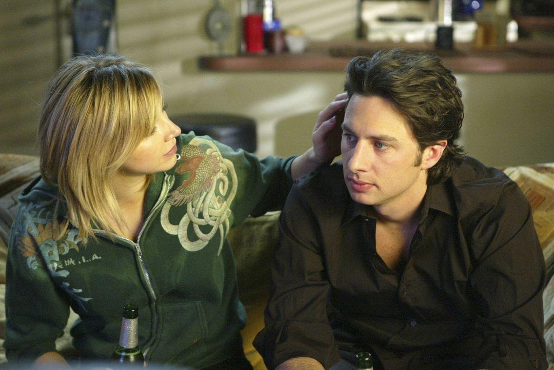 J.D. (Zach Braff, r.) übernimmt für Elliot (Sarah Chalke, l.) einen Job als Clown in der Kinderabteilung - sie ist so gerührt, dass sie aus laute... - Bildquelle: Touchstone Television