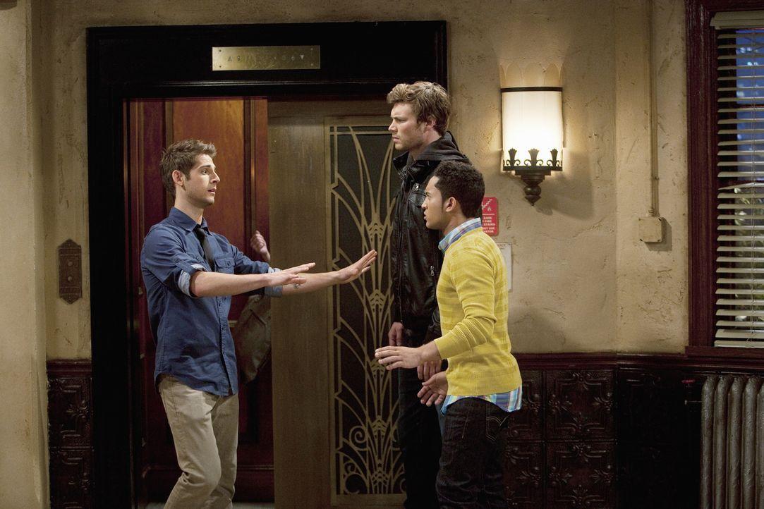 Ben (Jean-Luc Bilodeau, l.), Danny (Derek Theler, M.) und Tucker (Tahj Mowry, r.) mühen sich redlich ab, einen Zeitplan für Emmas Betreuung auszuarb... - Bildquelle: Randy Holmes ABC Family