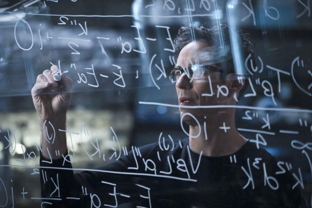 Dr. Wells (Tom Cavanagh) macht Barry klar, dass er sich irgendwann zwischen ihm und seiner Tochter entscheiden muss und dann wird seine Tochter imme... - Bildquelle: 2015 Warner Brothers.