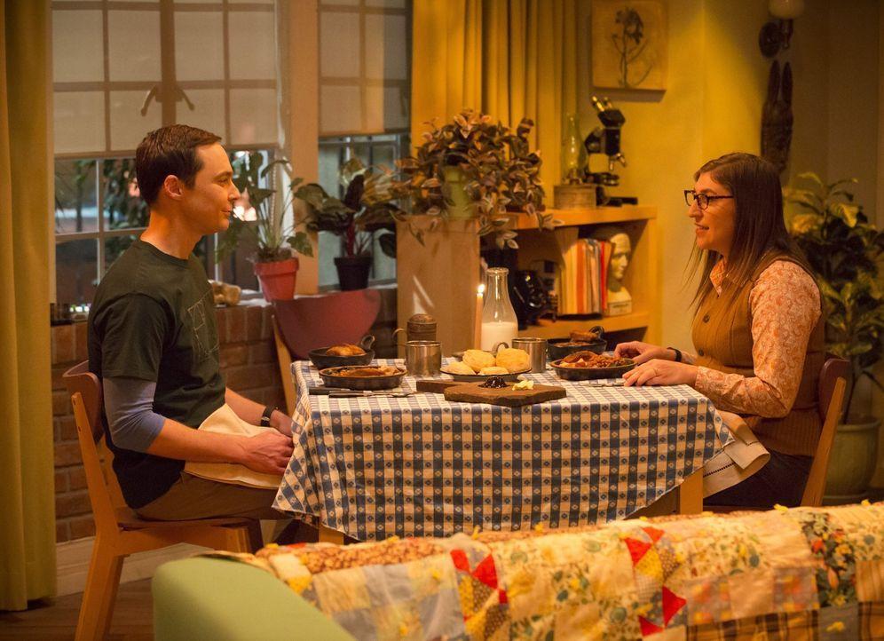 Sheldon (Jim Parsons, l.) plant ein ganz besonderes Geburtstagswochenende für Amy (Mayim Bialik, r.), doch das verläuft ganz anders, als Sheldon und... - Bildquelle: Warner Bros. Television