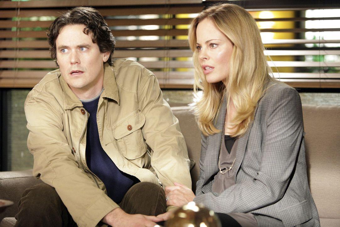 Bekommen eine schreckliche Nachricht: Val (Chandra West, r.) und Gary (Gabriel Olds, l.) ... - Bildquelle: ABC Studios