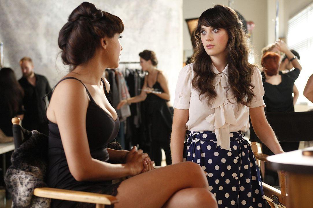 Gute Freunde: Jess (Zooey Deschanel, r.) und Cece (Hannah Simone, l.) ... - Bildquelle: 20th Century Fox