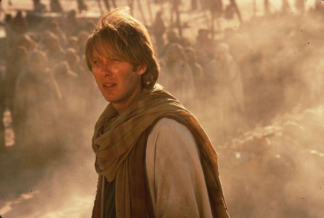 """Als der junge Ägyptologe Dr. Daniel Jackson (James Spader) das """"Stargate"""", das eine Verbindung zwischen der Erde und einem Planeten in einer weit e..."""