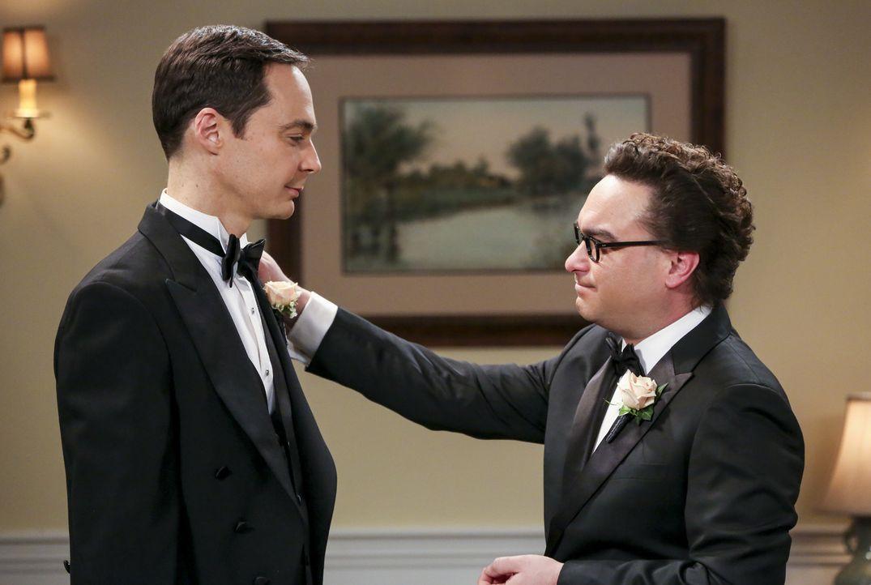 Wird Sheldon (Jim Parsons, l.) tatsächlich pünktlich vor den Traualtar treten oder muss Leonard (Johnny Galecki, r.) noch eingreifen? - Bildquelle: Warner Bros. Television