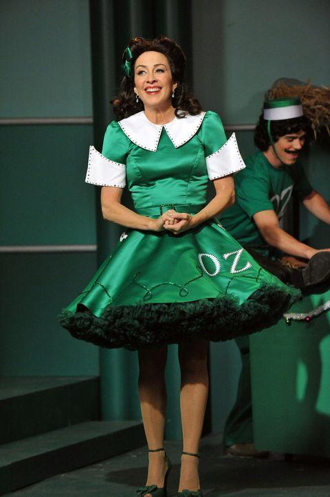 Als der Regisseur eines Musicals auf Frankie (Patricia Heaton) aufmerksam wird, bietet er ihr eine Rolle darin an. Da sie so ihr Talent beweisen kan... - Bildquelle: Warner Brothers