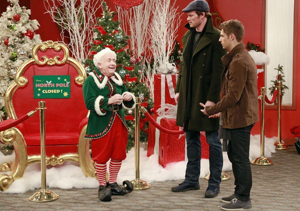 (v.l.n.r.) Edwin (Leslie Jordan); Danny (Derek Theler); Ben (Jean-Luc Bilodeau) - Bildquelle: Ron Tom ABC Family/Ron Tom