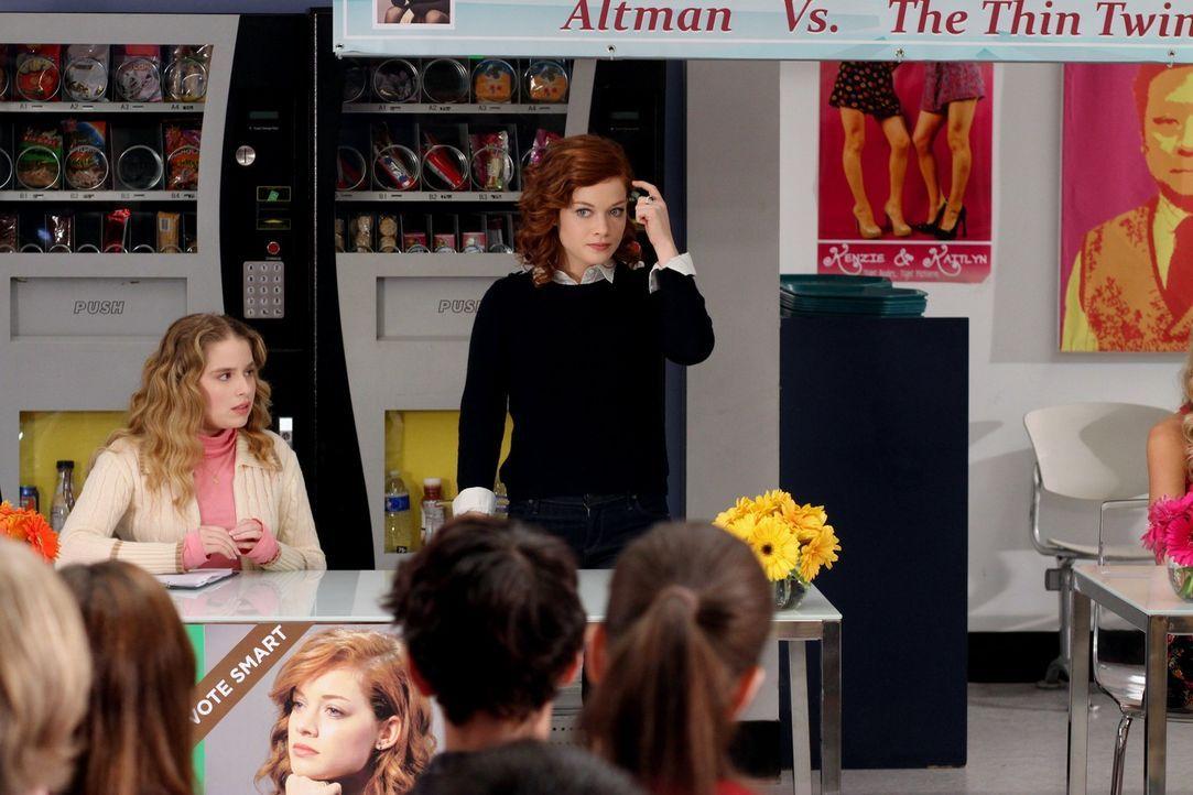 Hoffen, etwas an der Sportbesessenheit der Chatswin High verändern zu können: Tessa (Jane Levy, r.) und Lisa (Allie Grant, l.) ... - Bildquelle: Warner Brothers