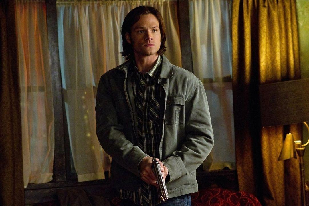 Sam (Jared Padalecki) und Dean untersuchen einen Fall, bei dem die Opfer mit einem seltsamen Symbol gebrandmarkt und ihnen die Hände und Füße abgetr... - Bildquelle: Warner Bros. Television