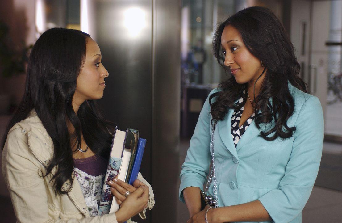 Camryn (Tamera Mowry, r.) und Alex (Tia Mowry, l.) versuchen sich mit ihrem neuen Leben als Zwillingshexen zu arrangieren. Doch dann erfahren sie, d... - Bildquelle: Disney - ABC - ESPN Television