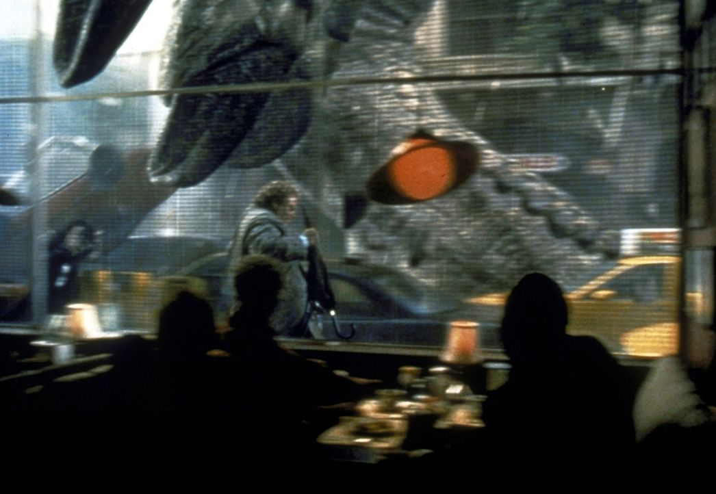 Die New Yorker erleben eine böse Überraschung, als urplötzlich die mutierte Riesenechse Godzilla in ihrer Stadt auftaucht ... - Bildquelle: 1998 TriStar Pictures, Inc. All Rights Reserved.