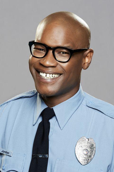 (1. Staffel) - Der übereifrige Polizei-Azubi James Jordan (Darien Sills-Evans) macht es seiner Partnerin Randy nicht immer einfach ... - Bildquelle: Monty Brinton 2016 CBS Broadcasting, Inc. All Rights Reserved.