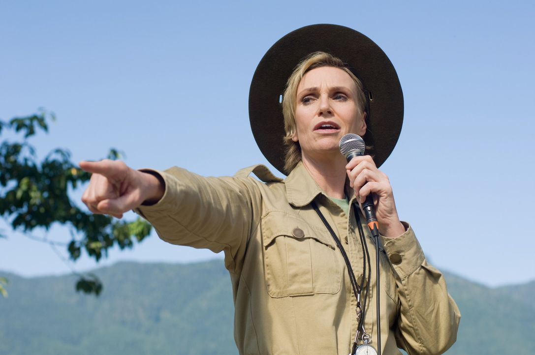 Hat so ihre Probleme mit Eddie: Campleiterin Miss Hulka (Jane Lynch) ... - Bildquelle: 2010 Warner Brothers