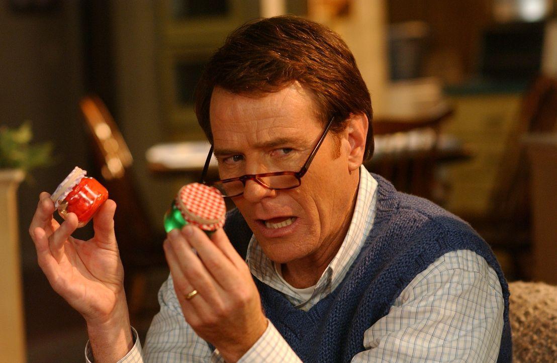 Weihnachten auf die besondere Art: Hal (Bryan Cranston) ist überrascht, welch tolle Geschenke seine Familie gebastelt hat ... - Bildquelle: TM &   2005 - 2006 Twentieth Century Fox Film Corporation and Regency Entertainment (USA), Inc.