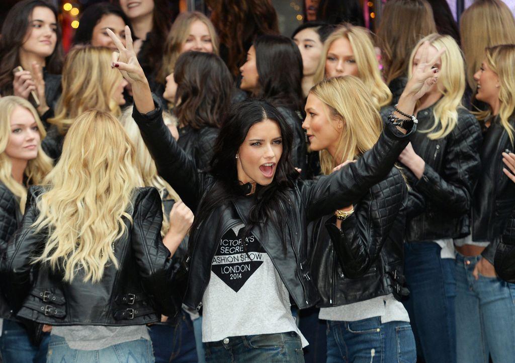 Adriana-Lima-Victoria-Secret-14-12-01-dpa - Bildquelle: dpa