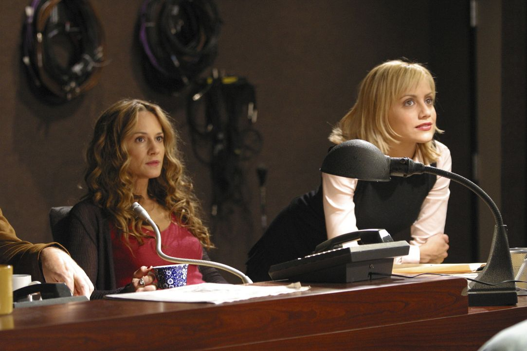 Müssen sich auf einige Überraschungen gefasst machen: Barb (Holly Hunter, l.) und Stacy (Brittany Murphy, r.) ... - Bildquelle: Sony 2007 CPT Holdings, Inc.  All Rights Reserved.