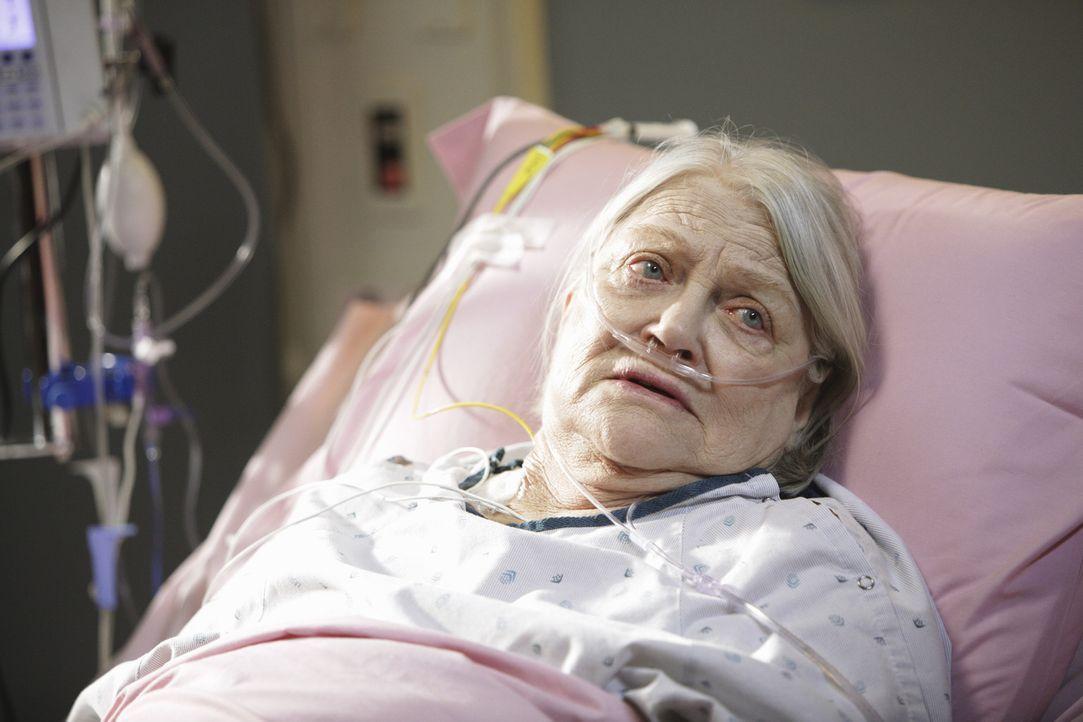 Wird ins Krankenhaus eingeliefert: Petes Mutter Frances (Louise Fletcher) ... - Bildquelle: ABC Studios
