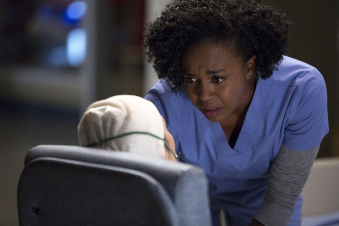 Amelia stellt eine neue Behandlungsmethode bei ihrer Neuropatientin Rachel (Jeanne Syquia, l.) vor. Während sie davon überzeugt ist, hat Stephanie (... - Bildquelle: John Fleenor ABC Studios