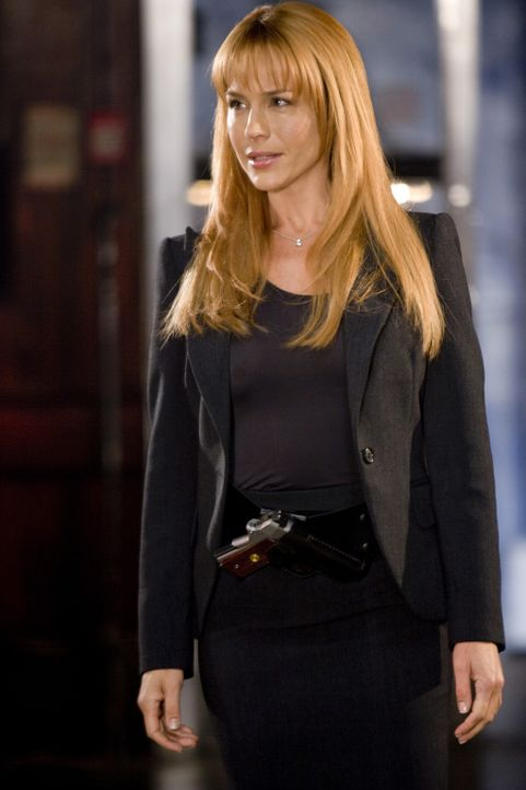 """Special Agent Eunice Bloom (Julie Benz) lässt sich nicht beirren. Sie weiß genau, dass die """"Saints"""" wieder im Spiel sind. Doch um den Priestermör... - Bildquelle: 2009 Boondock Saints II Productions, LLC. All Rights Reserved. Asset"""