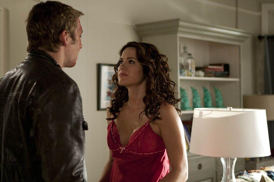 Während Riley einen Amish kennenlernt und sich in ihn verliebt, drängt sich Ben (Ryan Hansen, l.) immer wieder in die Beziehung von Austin und Sara... - Bildquelle: NBC Universal, Inc.