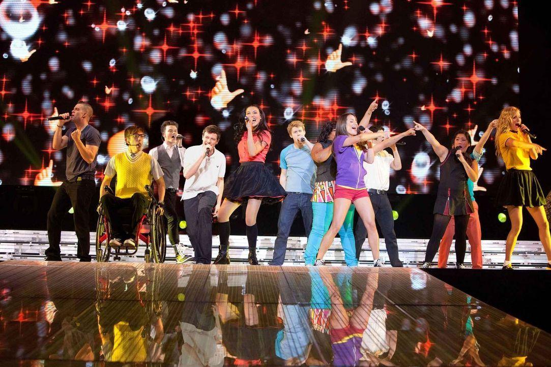 """Mitreißende Musik und jede Menge Herzschmerz: Seit 2009 ist die TV-Serie """"Glee"""" um einen Highschool-Chor nicht nur in den USA ein Hit. Der Film, der... - Bildquelle: TM and   2011 Twentieth Century Fox Film Corporation.  All rights reserved."""