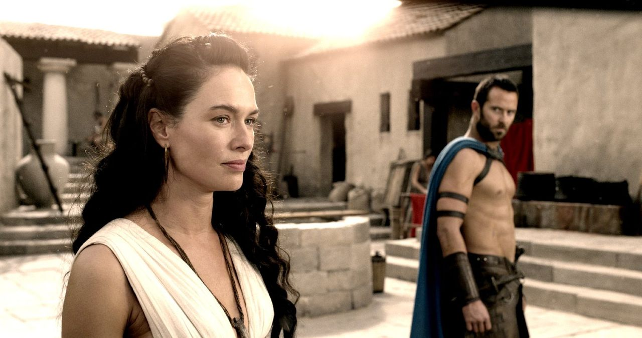 Königin Gorgo (Lena Headey, l.) erzählt ihrem Volk von der Schlacht bei Marathon, bei der es dem tapferen General Themistokles (Sullivan Stapleton,... - Bildquelle: 2014 Warner Bros. Entertainment, Inc.