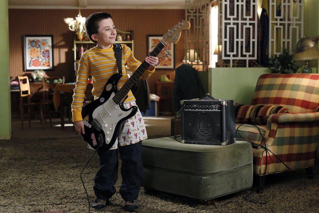 Eigentlich begleitet Brick (Atticus Shaffer) samstags immer seine Mutter zum Einkaufen. Dieses Mal hat er aber andere Pläne ... - Bildquelle: Warner Brothers