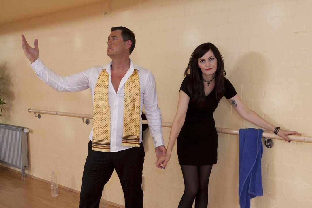 (5. Staffel) - Let's Dance: Lena Meyer-Landruth (Martina Hill, r.) hat keinen Bock, mit Pierre (Michael Müller, l.) zu tanzen ... - Bildquelle: ProSieben