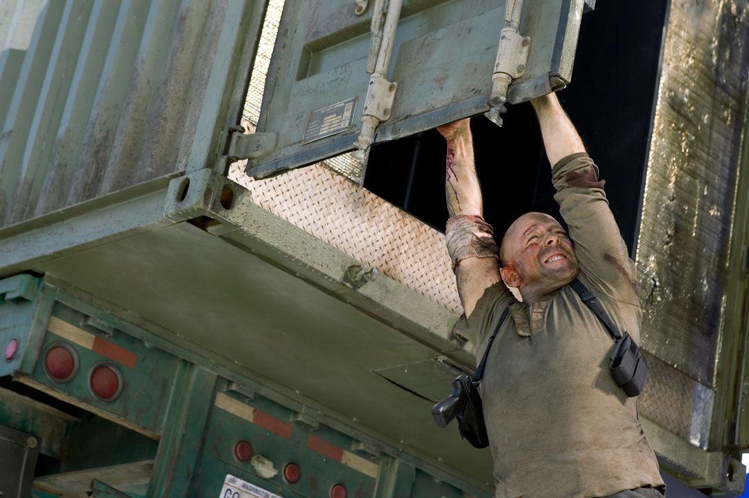 Als John McClane (Bruce Willis) erfährt, dass seine Tochter entführt wurde, gibt es für ihn kein Halten mehr. Ein Wettkampf gegen die Zeit beginnt.... - Bildquelle: Frank Masi 2007 Twentieth Century Fox Film Corporation. All rights reserved. / Frank Masi