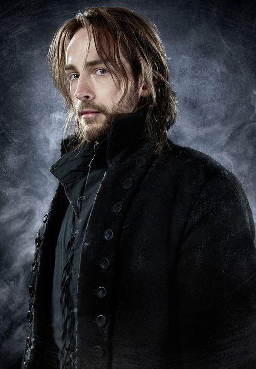 Sleepy-Hollow-Ichabod-Crane-Tom-Mison-(5)