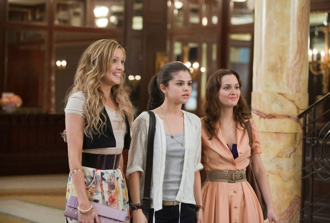 Für Grace (Selena Gomez, M.), Meg (Leighton Meester, r.) und Emma (Katie Cassidy, l.) geht ein langersehnter Wunsch in Erfüllung, als sie sich endli... - Bildquelle: Larry D Horricks 2011 Twentieth Century Fox Film Corporation. All rights reserved.