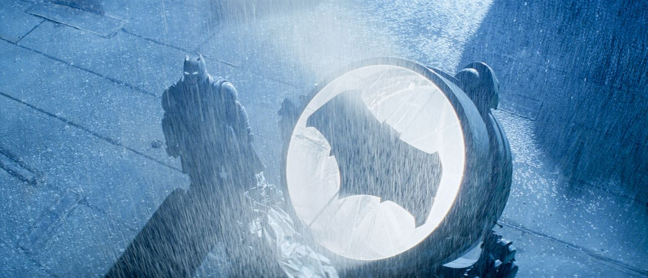 Batman-vs-Superman-Dawn-of-Justice-12-WARNER-BROS-ENTERTAINMENT-INC - Bildquelle: 2015 Warner Bros. Entertainment Inc., Ratpac-Dune Entertainment LLC and Ratpac Entertainment, LLC