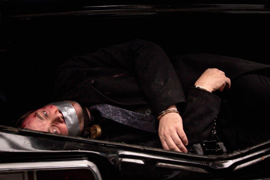 Noch erhoffen sich die Winchesters Antworten von Crowley (Mark Sheppard), doch dieser ist nicht umsonst der Chef über die Hölle ... - Bildquelle: 2013 Warner Brothers