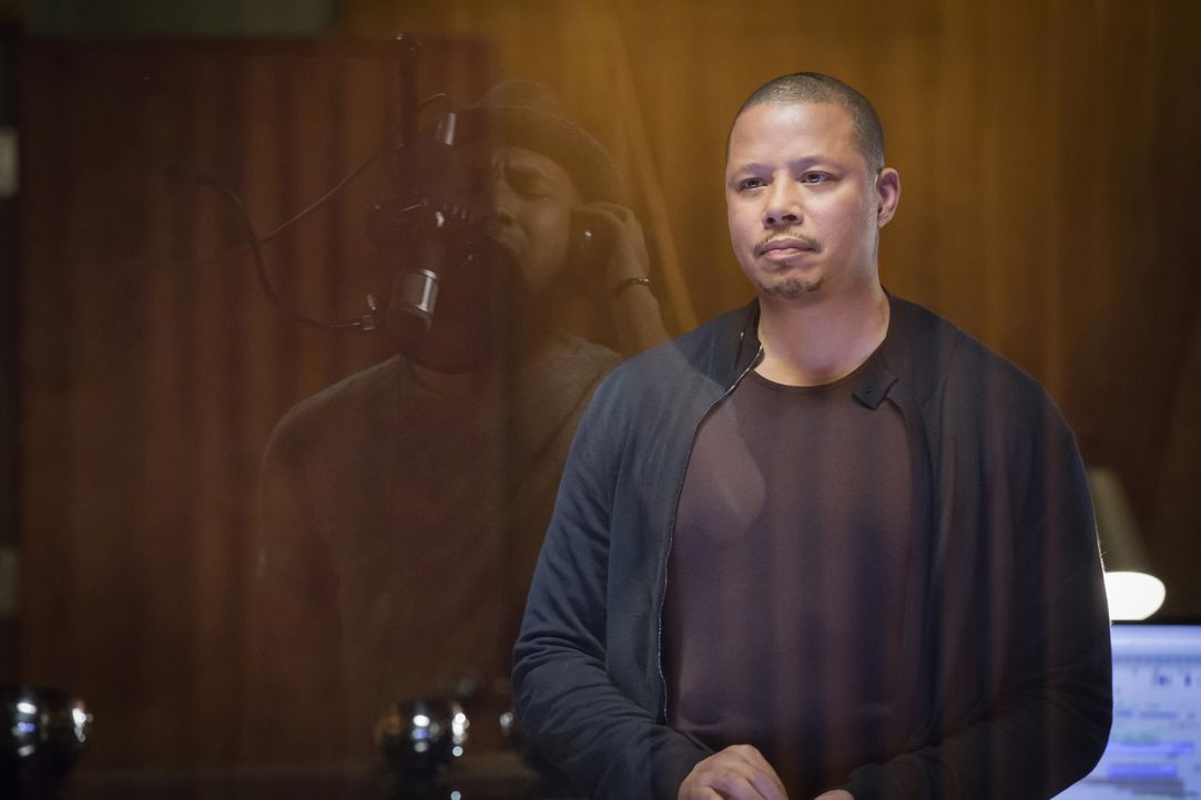 Gerät während Tonaufnahmen mit Jamal aneinander: Lucious (Terrence Howard) ... - Bildquelle: Chuck Hodes 2015-2016 Fox and its related entities.  All rights reserved.