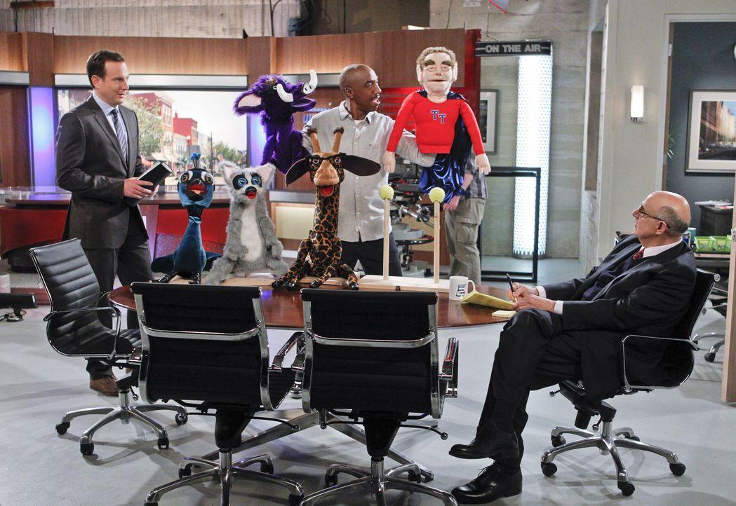 Nathan (Will Arnett, l.) und Ray (J.B. Smoove, M.) bekommen vom Chef (Jeffery Tambor, r.) ihres Senders die Chance, eine eigene Kindersendung zu ent... - Bildquelle: 2013 CBS Broadcasting, Inc. All Rights Reserved.