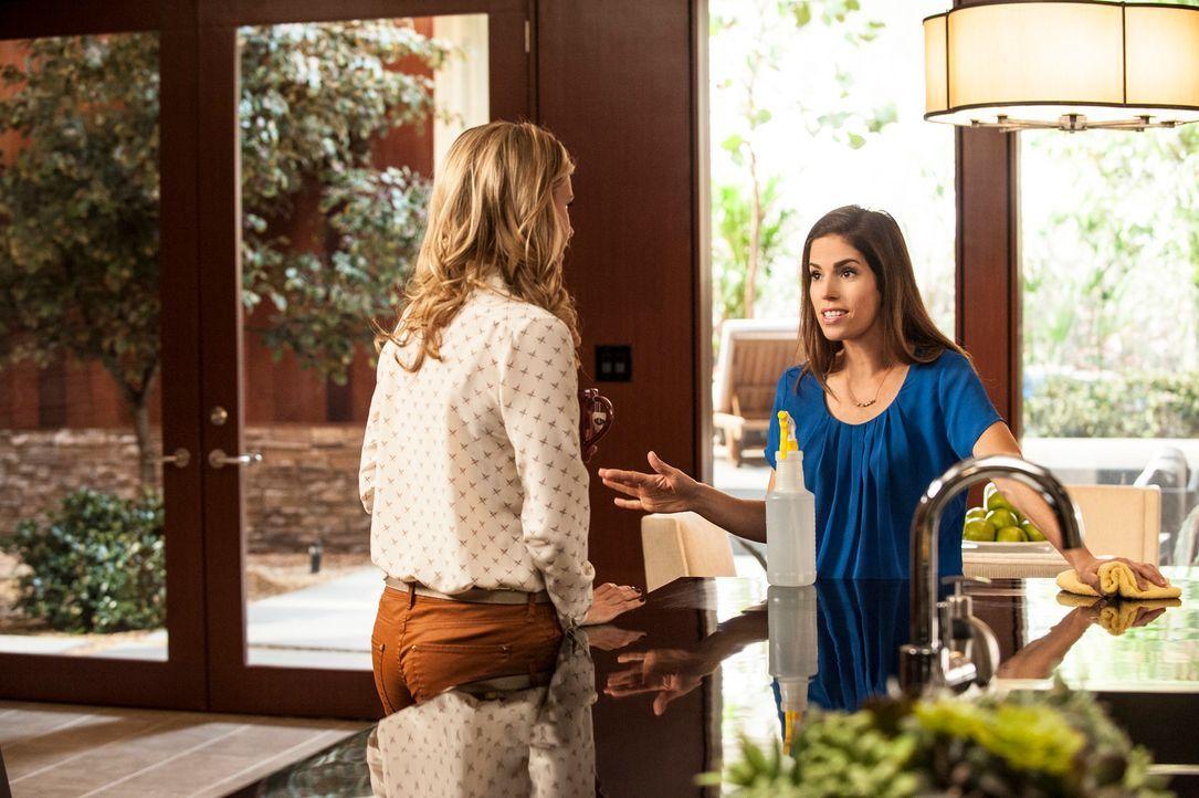 Als Marisol (Ana Ortiz, r.) Taylor (Brianna Brown, l.) und Michael beim Sex erwischt, geschieht ein kleines Unglück ... - Bildquelle: ABC Studios