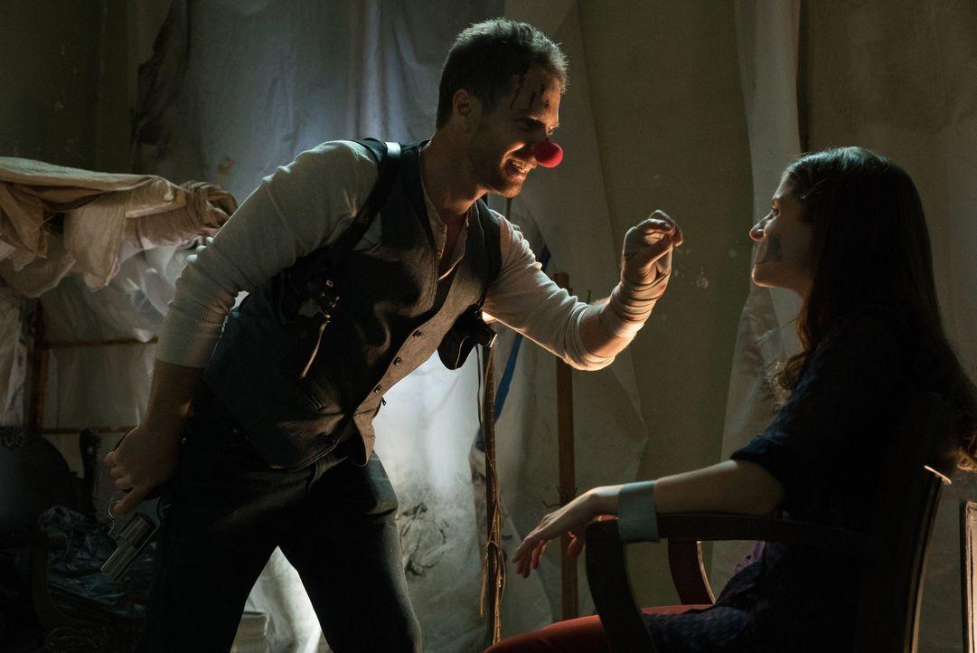 Als Martha (Anna Kendrick, r.) entführt wird, unternimmt Francis (Sam Rockwell, l.) alles, um seine Freundin zu retten. Ob ihm das gelingt? - Bildquelle: Wild Bunch
