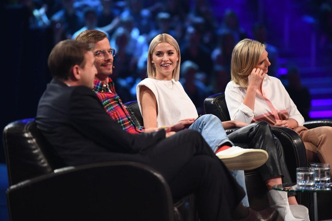 (v.l.n.r.) Hans-Jürgen Moog; Joko Winterscheidt; Lena Gercke; Lea-Sophie Cramer - Bildquelle: Willi Weber ProSieben / Willi Weber