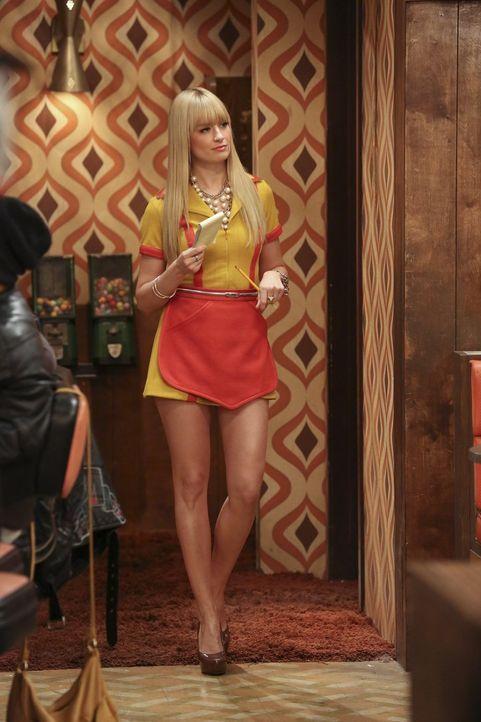 Wird Nicholas es schaffen und Caroline (Beth Behrs) für sich gewinnen können? - Bildquelle: Warner Bros. Television