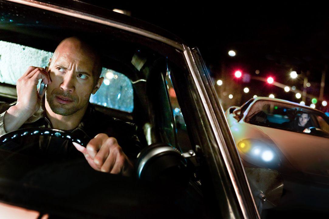 Schon bald wird dem eleganten Killer (Oliver Jackson-Cohen, r.) klar, dass er in Driver (Dwayne Johnson, l.) einen ebenbürtigen Gegner gefunden hat... - Bildquelle: 2010 CBS FILMS, INC.  All rights reserved.