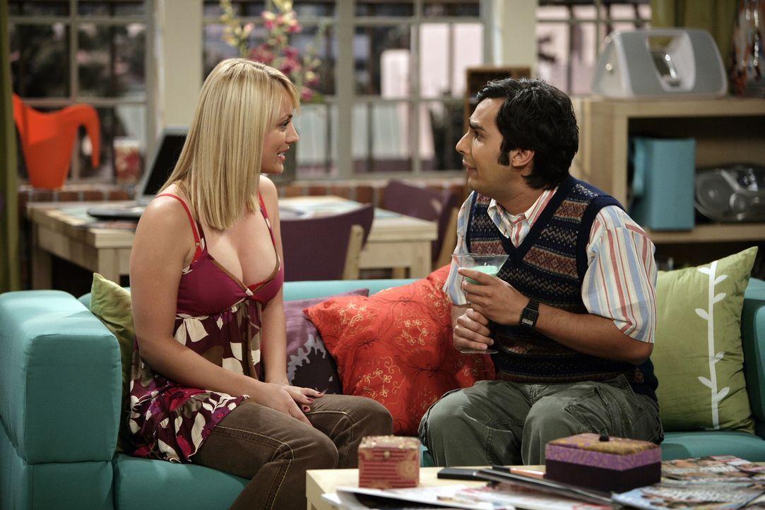 Damit sich Raj (Kunal Nayyar, r.) ungezwungen mit seiner zukünftigen Frau Lalita unterhalten kann, lässt sich Penny (Kaley Cuoco, l.) etwas Besond... - Bildquelle: Warner Bros. Television