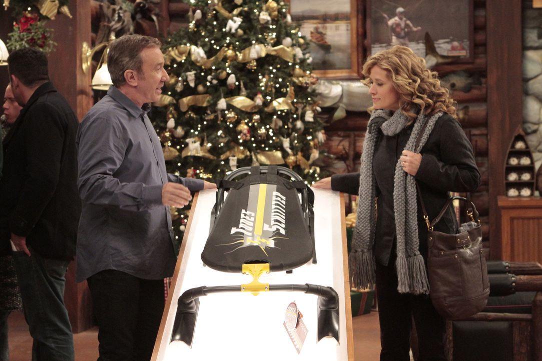 Wie jedes Jahr weiß Mike (Tim Allen, l.) auch dieses Weihnachten nicht, was er seiner Frau Vanessa (Nancy Travis, r.) schenken soll. Er hält es für... - Bildquelle: 2011 Twentieth Century Fox Film Corporation
