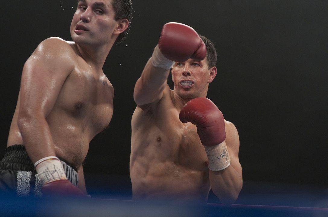 """Der Boxer """"Irish"""" Mickey Ward (Mark Wahlberg, r.) ist Boxer mit Leib und Seele, doch Siege sind ihm in letzter Zeit nicht häufig vergönnt. Da lern... - Bildquelle: 2010 Fighter, LLC All Rights Reserved"""