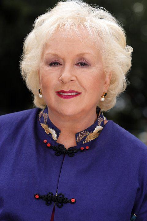 Macht dem Richter Feuer unterm Hintern: Großtante Marie (Doris Roberts) ... - Bildquelle: Sony Pictures Television International. All Rights Reserved.