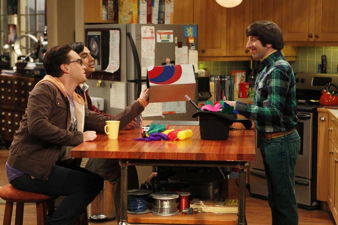 Showtime: Howard (Simon Helberg, r.) zeigt Leonard (Johnny Galecki, l.) und Raj (Kunal Nayyar, M.) was er bereits kann ... - Bildquelle: Warner Bros. Television