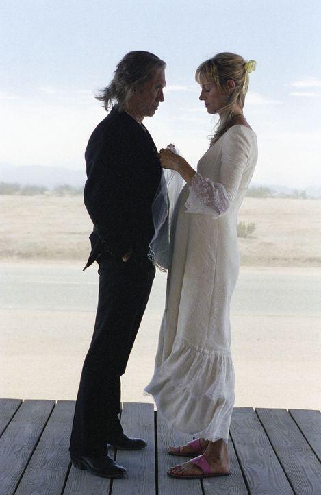 Nach wie vor ist die Braut (Uma Thurman, r.) beseelt davon, Bill (David Carradine, l.) zu töten. Endlich ist der Tag der Rache gekommen ... - Bildquelle: Miramax Films. All rights reserved