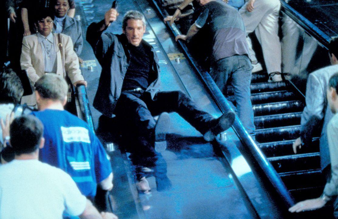 Noch immer ist der Schakal dem FBI und Declan (Richard Gere, M.) einen Schritt voraus, doch weil Declan früher auch als Top-Terrorist und Scharfsch...