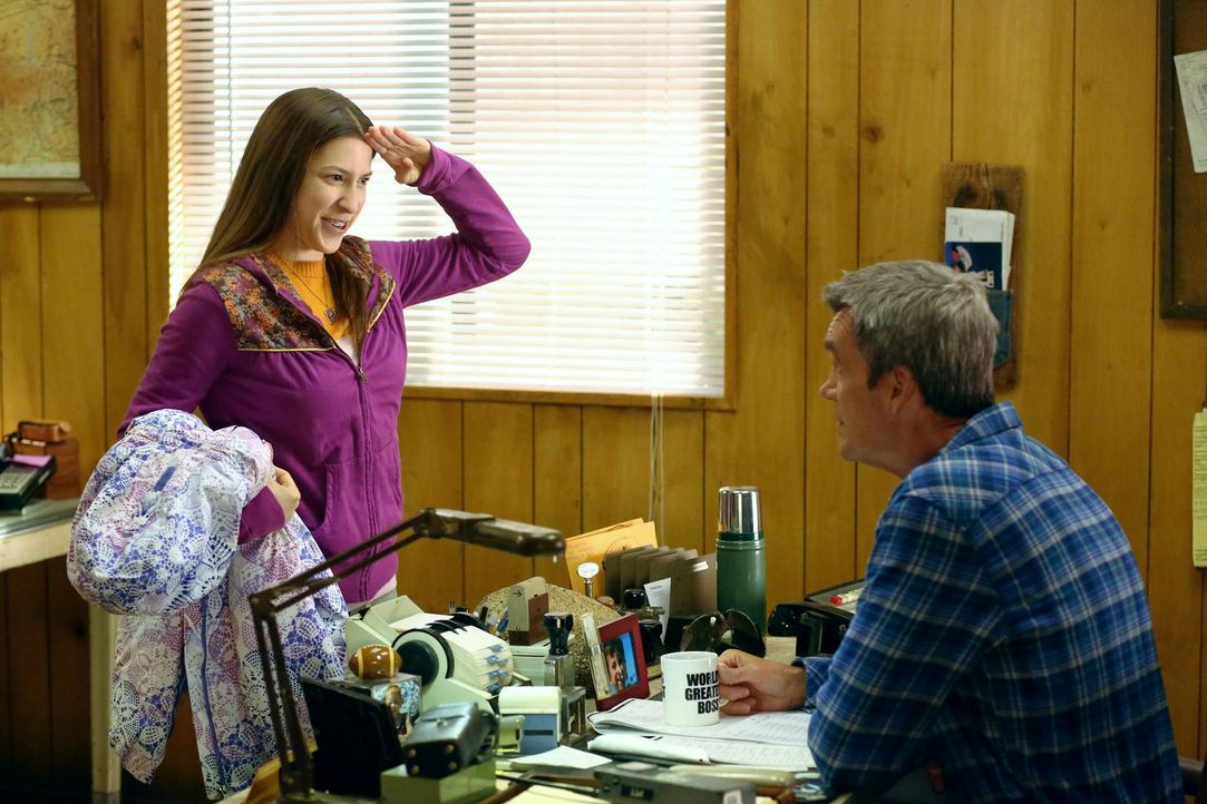 Sue (Eden Sher, l.); Mike (Neil Flynn, r.) - Bildquelle: Warner Brothers